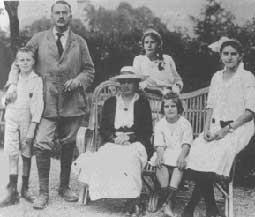 La familia Jung en 1917. El matrimonio con sus hijos Franz, Agathe, Marianne y Gret (falta la pequeña Helene)